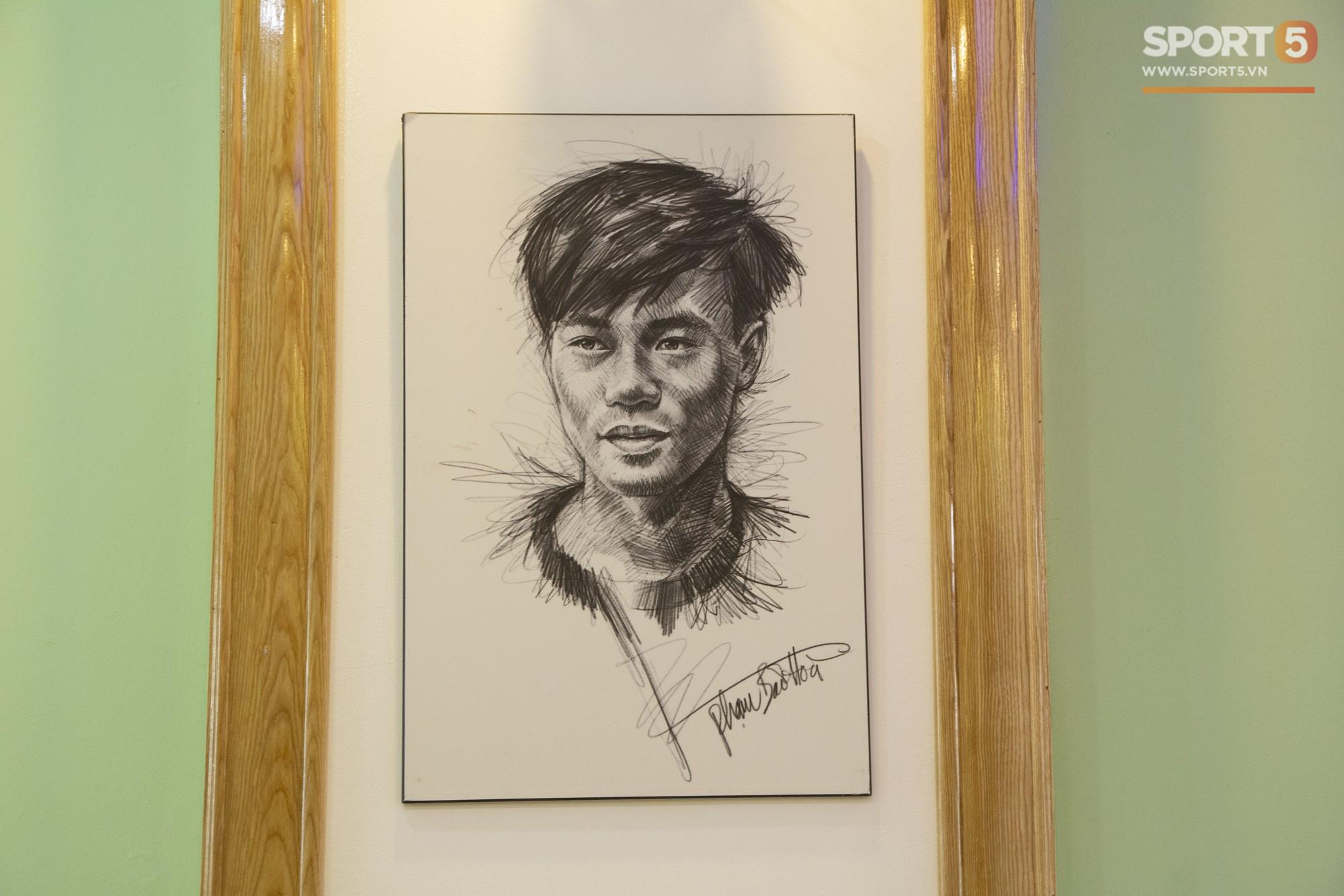 Các fan Big Bang lại được dịp yêu Văn Toàn hơn nữa khi nhìn thấy thứ này trong phòng ngủ của anh - Ảnh 6.