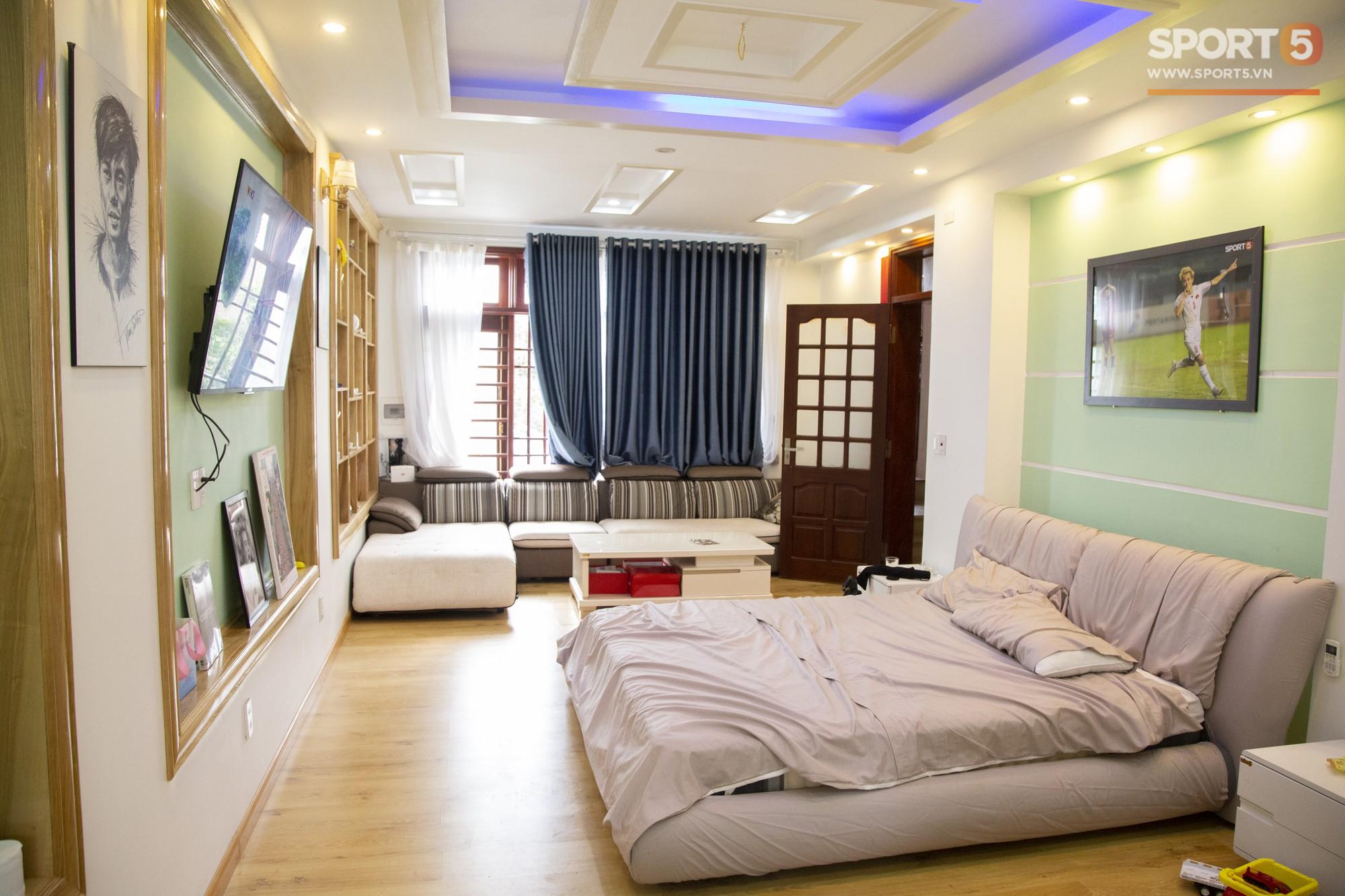 Các fan Big Bang lại được dịp yêu Văn Toàn hơn nữa khi nhìn thấy thứ này trong phòng ngủ của anh - Ảnh 7.