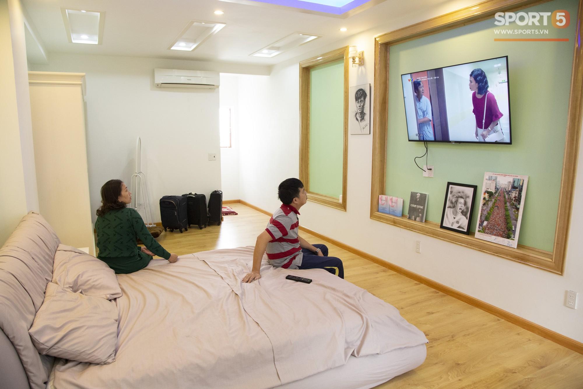 Các fan Big Bang lại được dịp yêu Văn Toàn hơn nữa khi nhìn thấy thứ này trong phòng ngủ của anh - Ảnh 8.