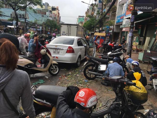 Sài Gòn ngập nặng nhiều tuyến đường sau bão số 9, dân công sở chật vật lội nước đi làm sáng đầu tuần - Ảnh 12.