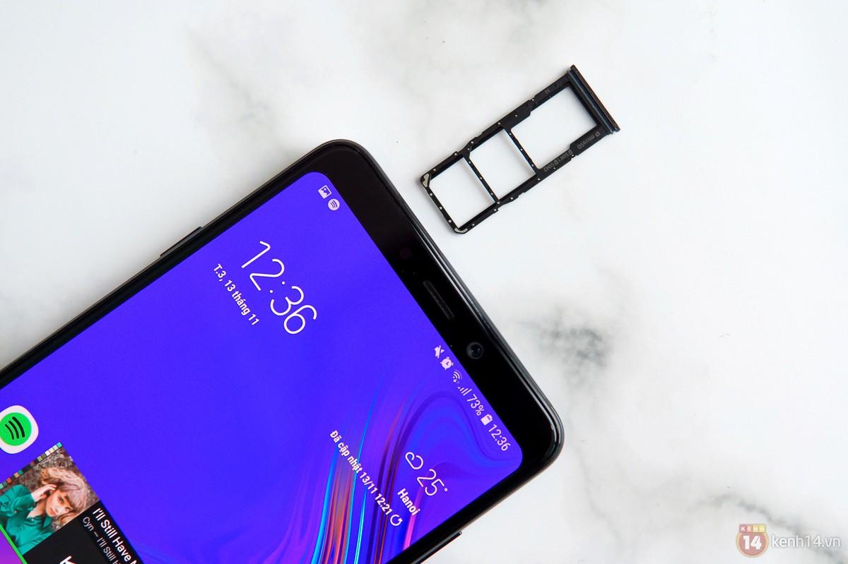 Mở hộp Galaxy A9 mới: Mặt lưng chuyển màu ấn tượng, 4 camera và selfie với sticker thuần Việt - Ảnh 14.
