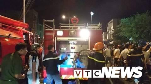Cháy xe bồn chở xăng gần cây xăng ở Khánh Hoà - Ảnh 8.