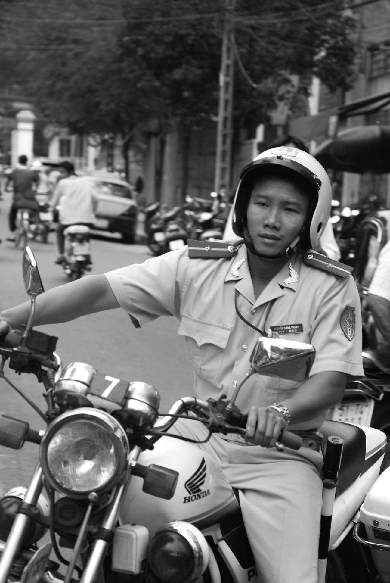 11 years ago Saigon's CSGT photo thieves writer: The miracle of proof that Surrender is good is to give up - photo 9.