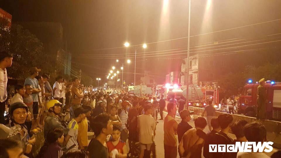 Cháy xe bồn chở xăng gần cây xăng ở Khánh Hoà - Ảnh 10.
