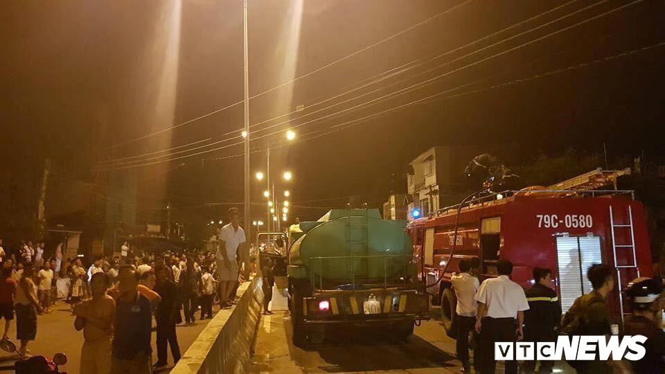 Cháy xe bồn chở xăng gần cây xăng ở Khánh Hoà - Ảnh 3.