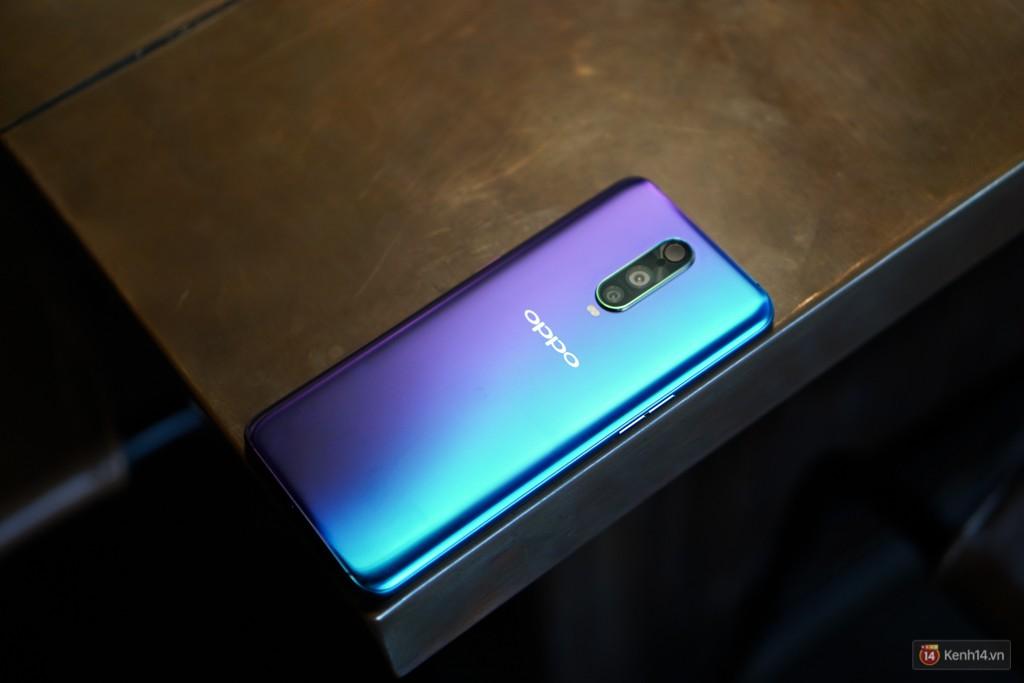 Điện thoại 3 camera đầu tiên của Oppo bán ra tại Việt Nam: rất đẹp, nhiều tính năng từ dòng cao cấp, giá gần 17 triệu đồng - Ảnh 2.