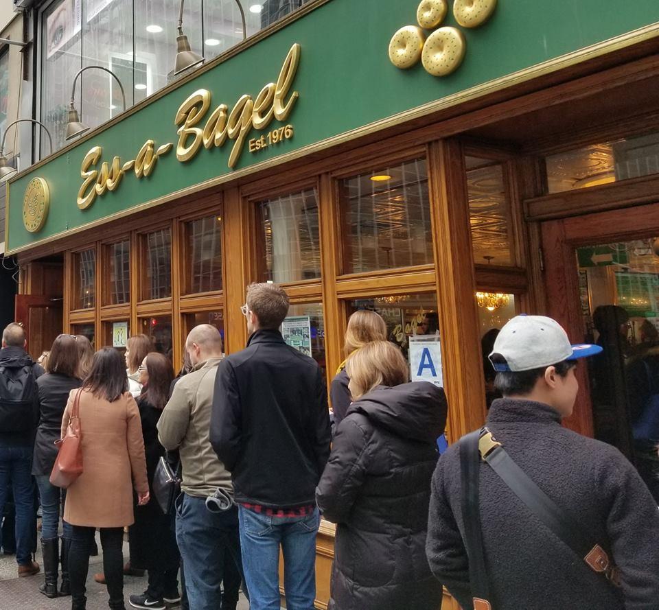 Những quán ăn trên thế giới có lượt khách xếp hàng dài đến cuối phố, muốn ăn phải đợi chờ rất lâu - Ảnh 9.