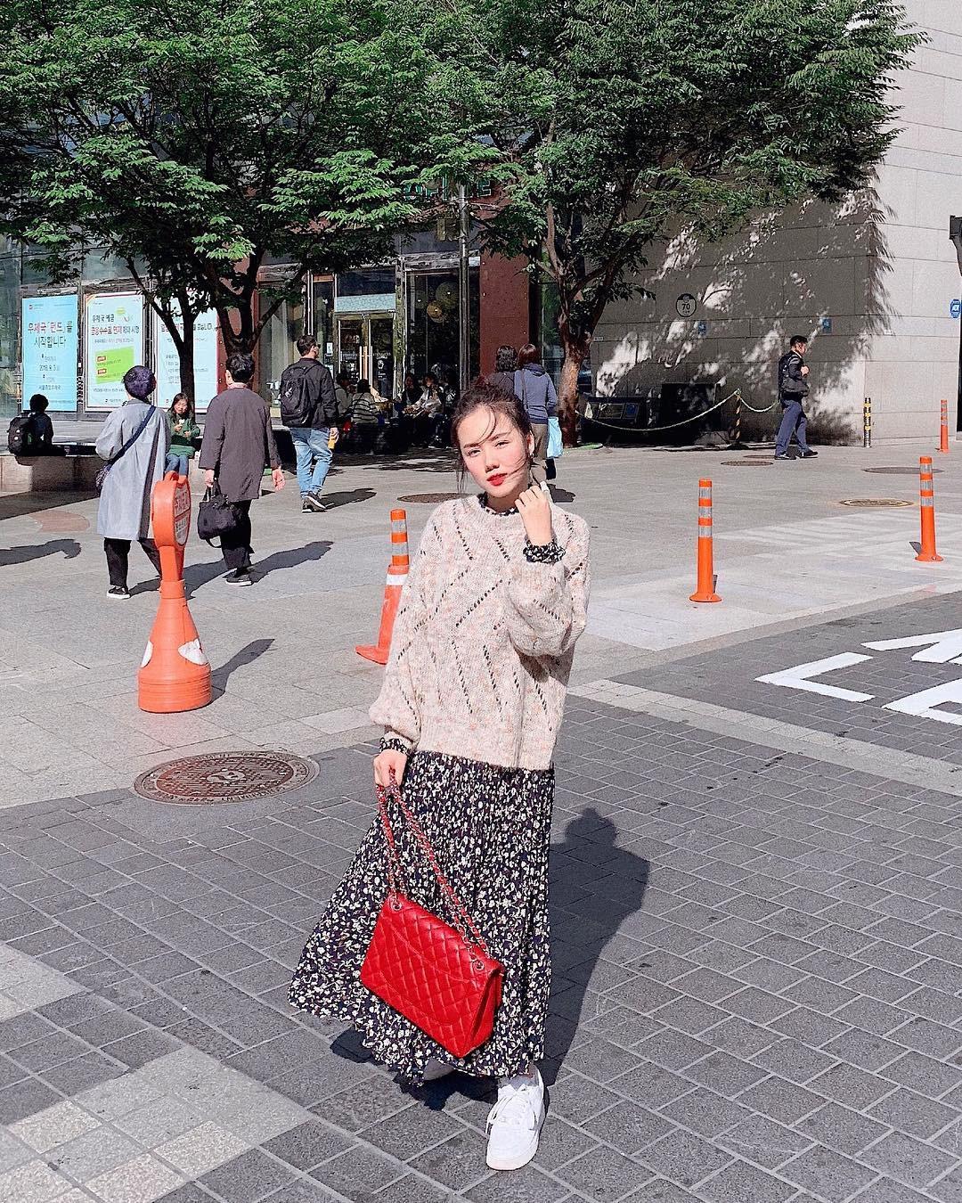 Muốn mặc đâu chuẩn đấy trong tiết trời se lạnh, bạn chỉ việc copy 10 công thức street style xuất sắc này từ loạt hot girl Việt - Ảnh 1.