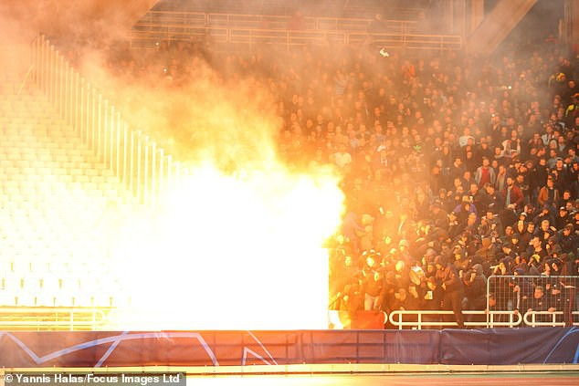 In Greek watching football, Dutch fans were a bleeding head, being attacked enthusiastically by gas bombs, flames - Monday 3.