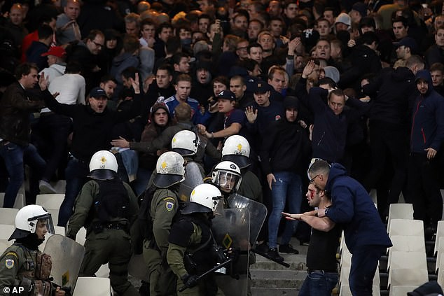 In Greek watching football, Dutch fans were a bleeding head, being attacked enthusiastically by gas bombs, flames - Monday 5.