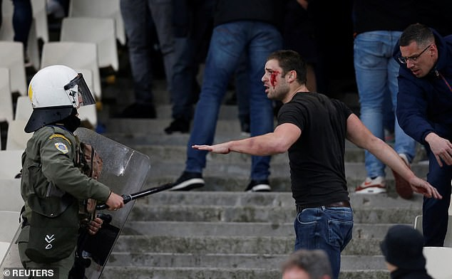 In order for Greece to watch football, Dutch fans were a bleeding head, raided by gas bombs, flames - Monday 6.