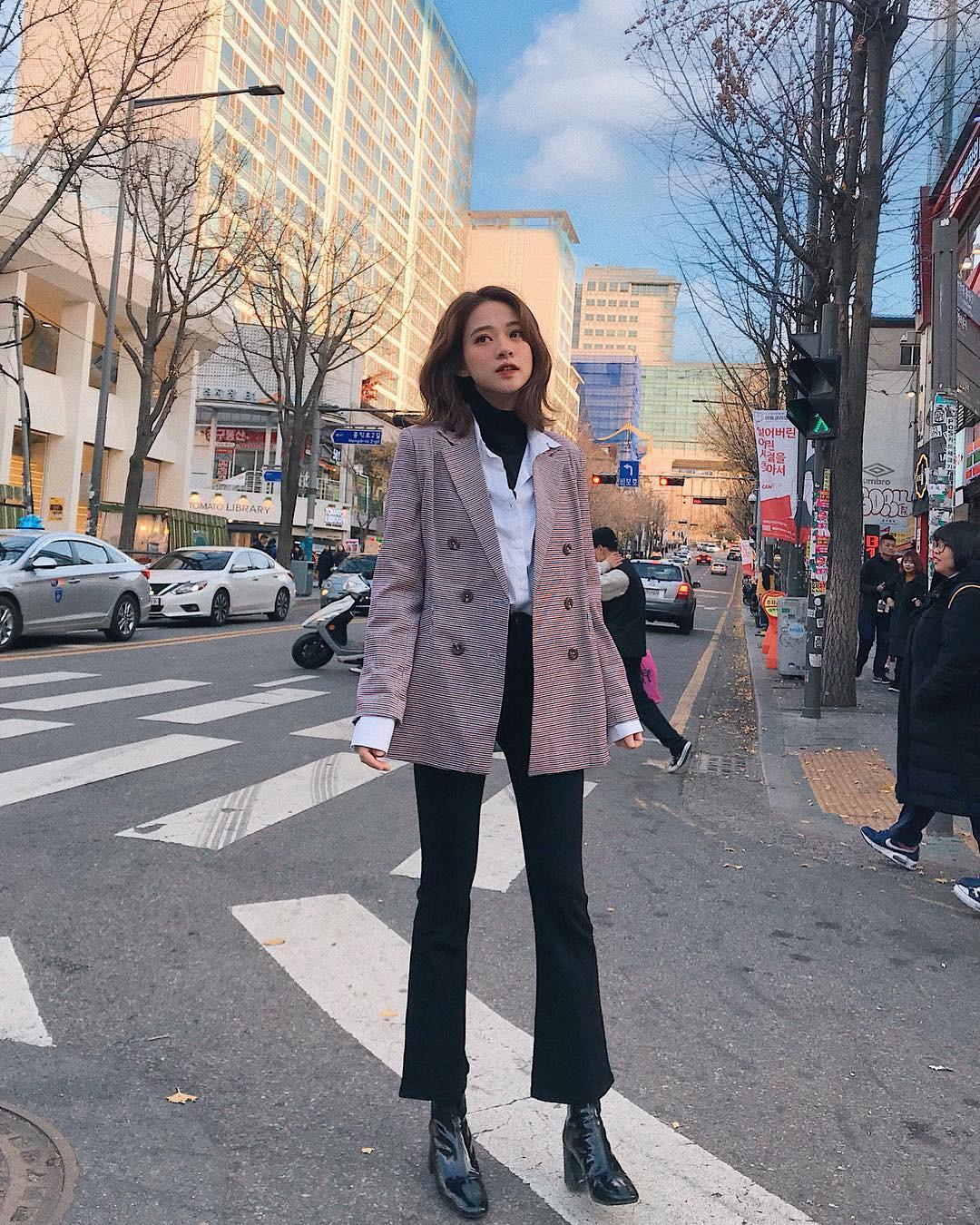 Muốn mặc đâu chuẩn đấy trong tiết trời se lạnh, bạn chỉ việc copy 10 công thức street style xuất sắc này từ loạt hot girl Việt - Ảnh 9.