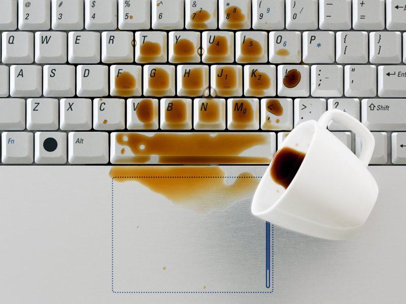 Không muốn mất tiền sửa máy tính oan, đừng bỏ qua chiếc đế giữ cốc tiện lợi này - Ảnh 1.