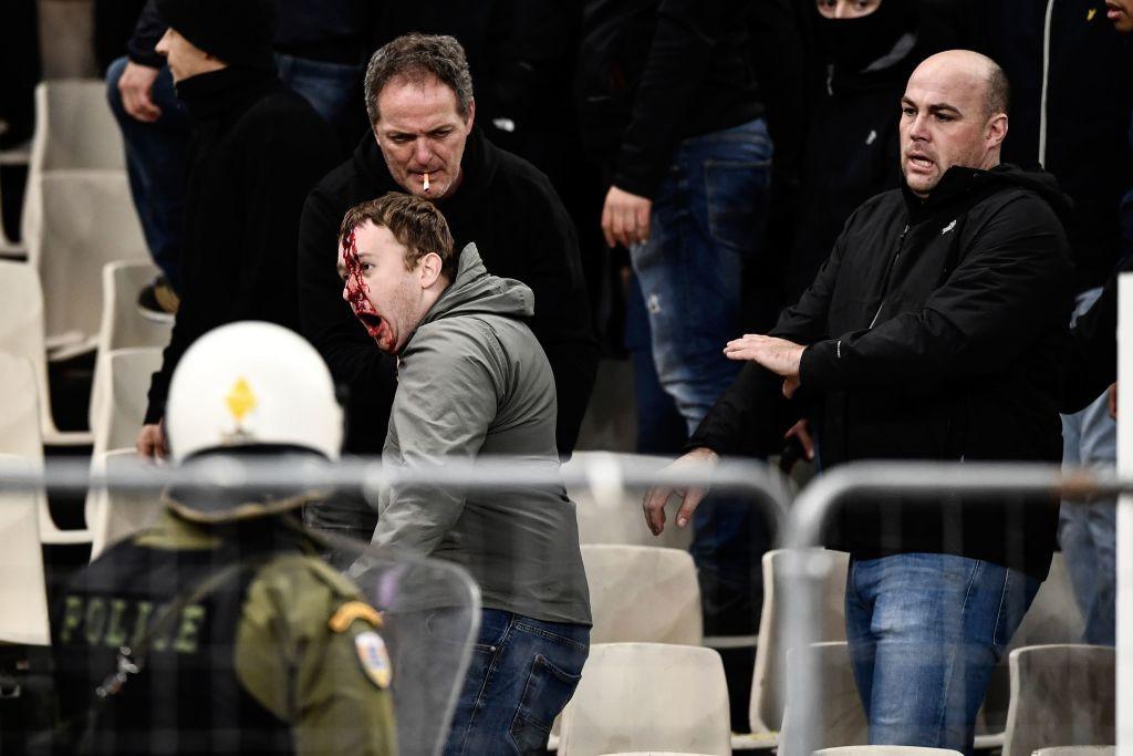 In Greek watching football, Dutch fans were a bleeding head, being assaulted by gas bombs, flames - Monday 8.