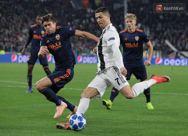 Vua đệm bóng Ronaldo biến thành vua dọn cỗ giúp Juventus ca khúc khải hoàn ở Champions League - Ảnh 1.