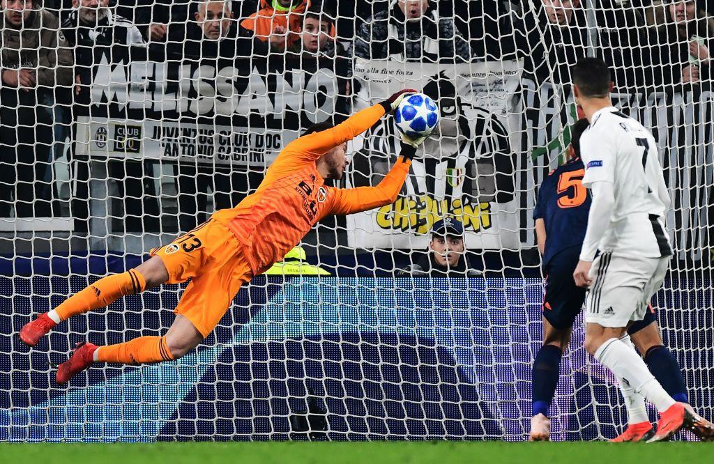 Vua đệm bóng Ronaldo biến thành vua dọn cỗ giúp Juventus ca khúc khải hoàn ở Champions League - Ảnh 9.