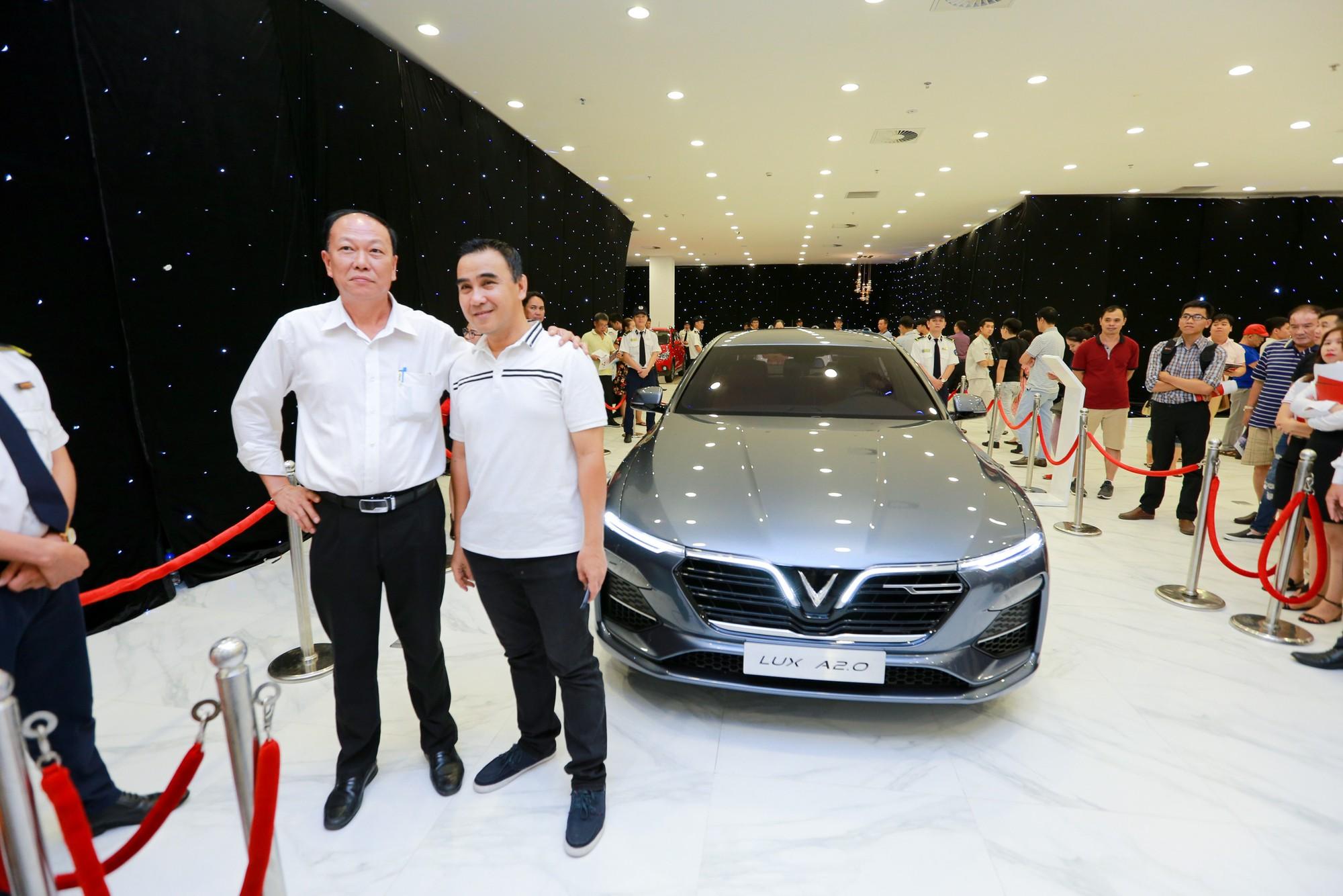 Giới showbiz cũng rộn ràng vì xe VinFast: Sao nam mê mệt SUV Lux SA 2.0, sao nữ rước bằng được Klara về nhà - Ảnh 7.