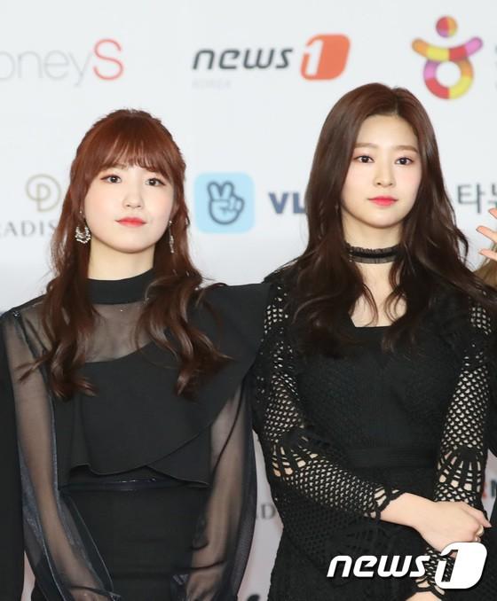 Thảm đỏ khủng nhất lịch sử Kbiz: Suzy hở bạo bên nữ thần Yoona, Sunmi gây sốc vì vòng 1, BTS và 150 siêu sao đại náo - Ảnh 49.