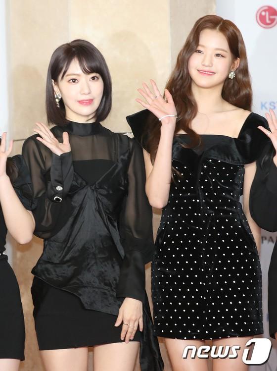 Thảm đỏ khủng nhất lịch sử Kbiz: Suzy hở bạo bên nữ thần Yoona, Sunmi gây sốc vì vòng 1, BTS và 150 siêu sao đại náo - Ảnh 48.