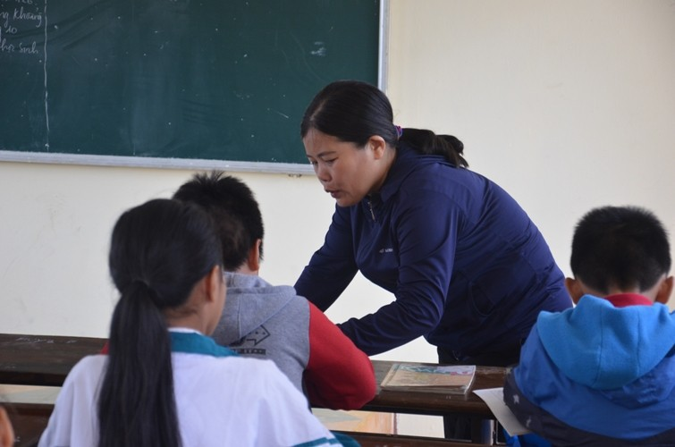 The teacher took 231 class slashes, hoping for the family generous forgiveness - Picture 1.