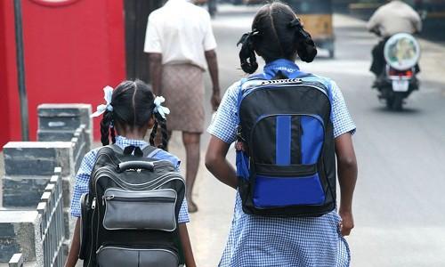Học sinh đau lưng vì mang cặp quá nặng, quốc gia này đã nghiêm cấm nhà trường giao bài tập về nhà - Ảnh 1.