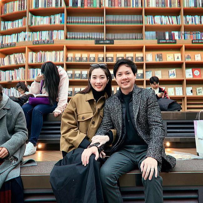 Ngọt ngào như vợ chồng nhà HH Thu Thảo: Từ lúc hẹn hò tới giờ vẫn rất tích cực diện đồ xuyệt tông với nhau - Ảnh 3.