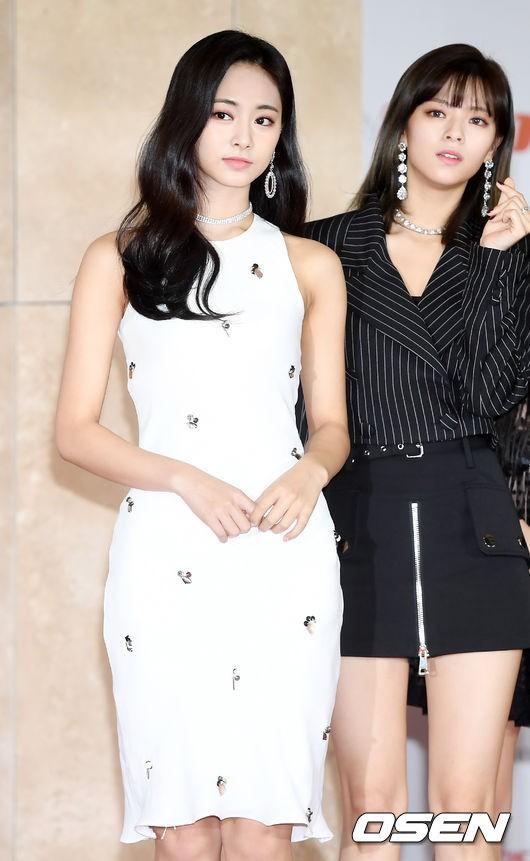 Thảm đỏ khủng nhất lịch sử Kbiz: Suzy hở bạo bên nữ thần Yoona, Sunmi gây sốc vì vòng 1, BTS và 150 siêu sao đại náo - Ảnh 19.