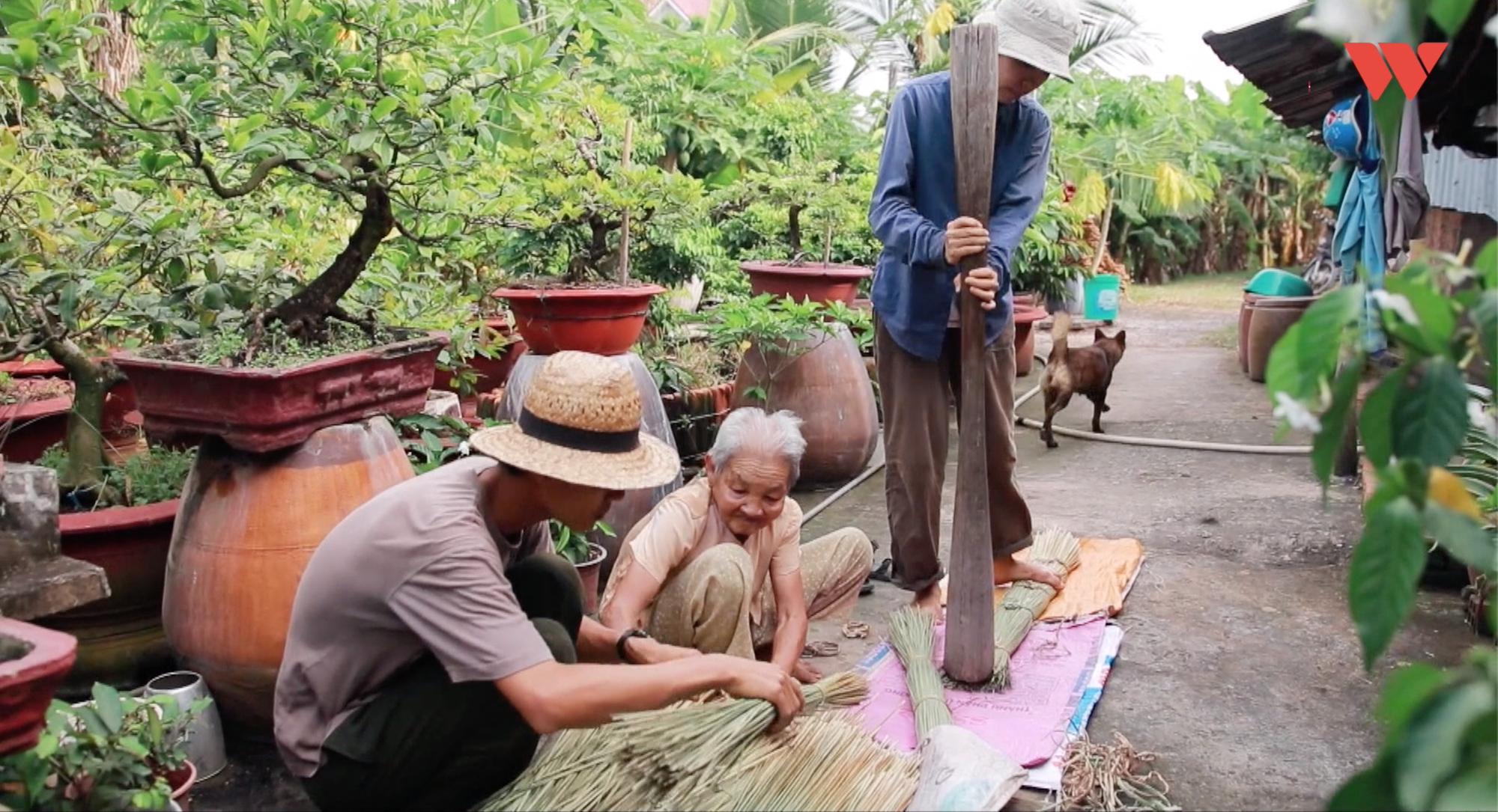 Chuyện chàng giáo viên bỏ phố về quê và giấc mơ thay thế túi nilon, ống hút nhựa bằng sản phẩm từ cây cỏ - Ảnh 9.