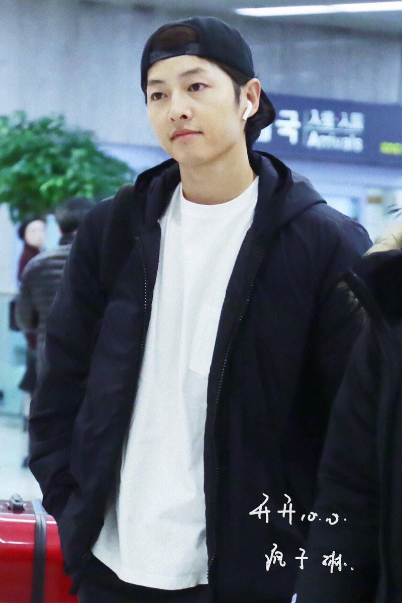 Song Joong Ki mặt mộc xuất hiện ở sân bay với nhan sắc đỉnh cao - Ảnh 3.