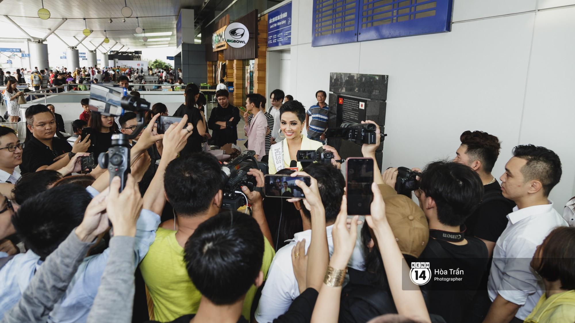Gia đình HHen Niê diện trang phục người Ê-Đê, tiễn chân con gái bản làng đến Thái tham dự Miss Universe - Ảnh 15.