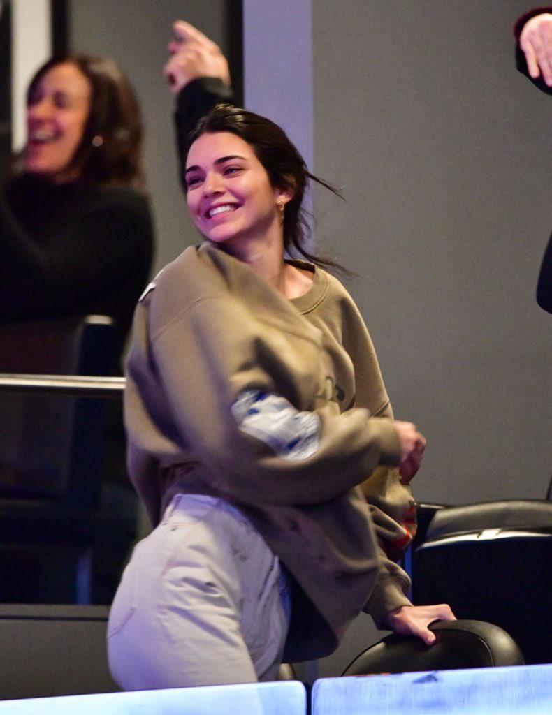 Gần 10.000 người đòi cấm Kendall Jenner đến xem bóng rổ và lý do thì vô cùng trời ơi đất hỡi! - Ảnh 2.