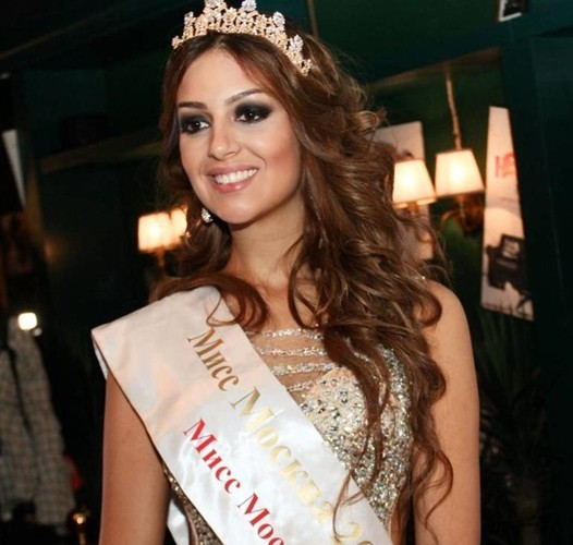 Ảnh: Nhan sắc hoa hậu Moscow (Nga) vừa kết hôn với quốc vương Malaysia - Ảnh 2.