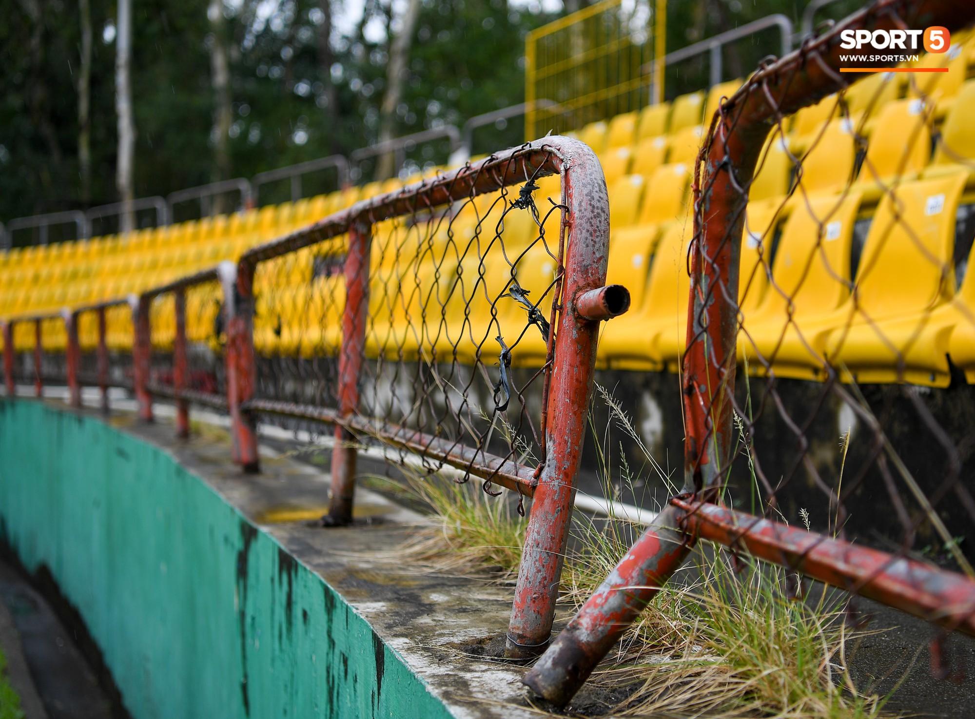 Sân thi đấu trận Philippines - Việt Nam: Tệ nhất AFF Cup 2018, khiến nhiều người rùng mình vì vẻ hoang tàn, u ám - Ảnh 11.
