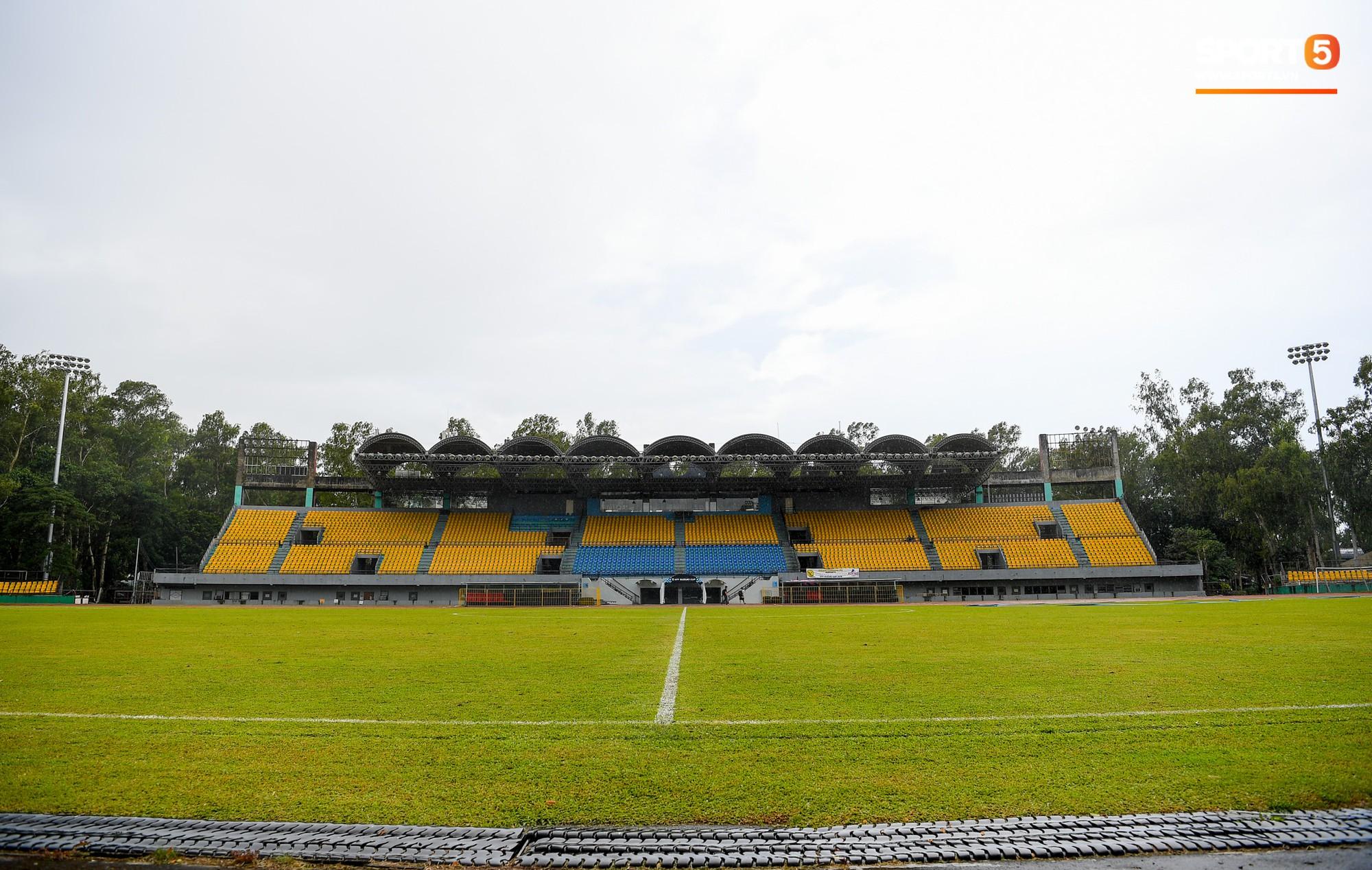 Sân thi đấu trận Philippines - Việt Nam: Tệ nhất AFF Cup 2018, khiến nhiều người rùng mình vì vẻ hoang tàn, u ám - Ảnh 1.