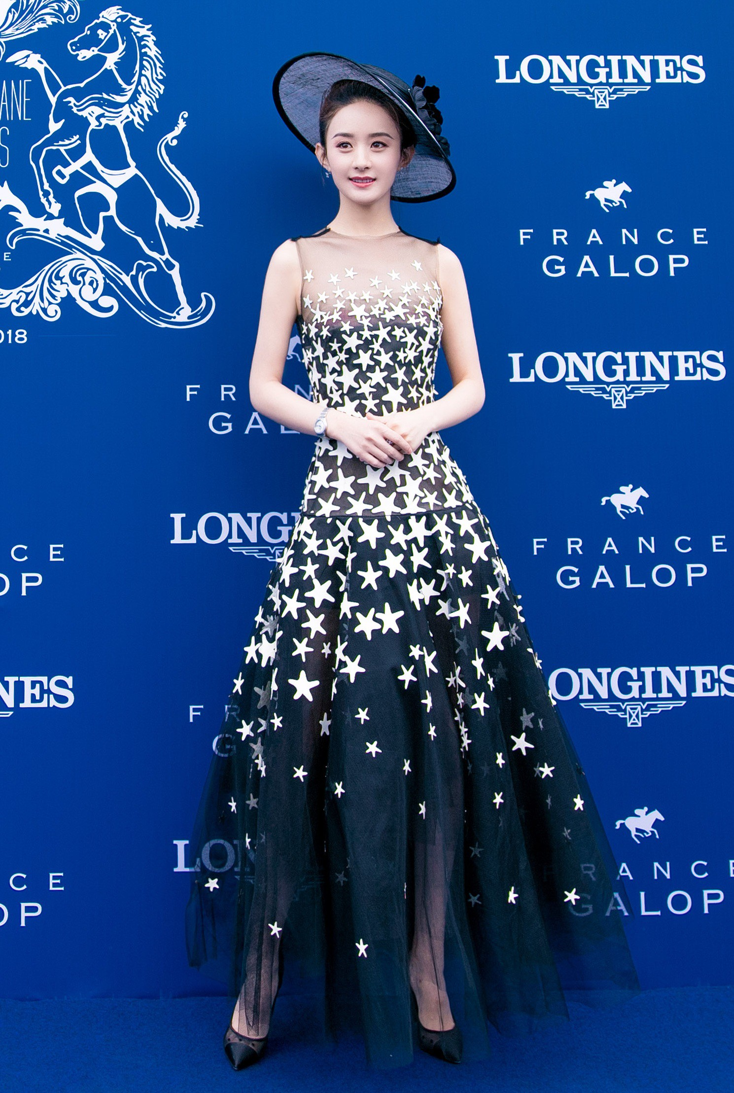 """Cùng diện váy công chúa: Angela Baby, Triệu Lệ Dĩnh, Nhiệt Ba đều """"thua"""" Meghan Markle - Ảnh 6."""