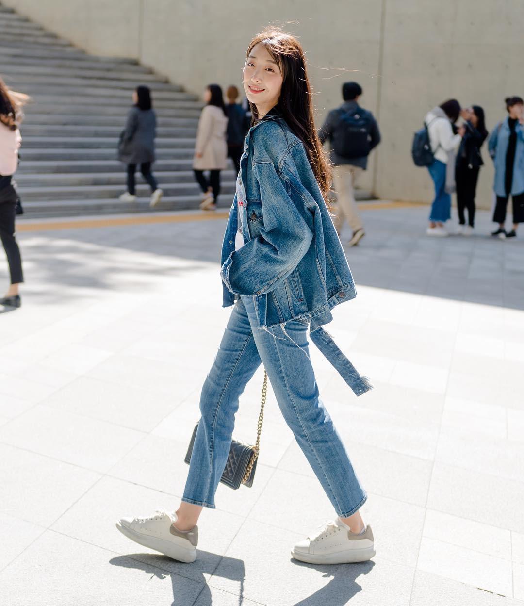 Street style giới trẻ Hàn tuần qua chứng minh: mix đồ đơn giản, thoải mái luôn là đẹp và cool nhất - Ảnh 2.