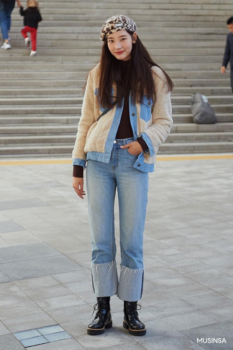 Street style giới trẻ Hàn tuần qua chứng minh: mix đồ đơn giản, thoải mái luôn là đẹp và cool nhất - Ảnh 4.