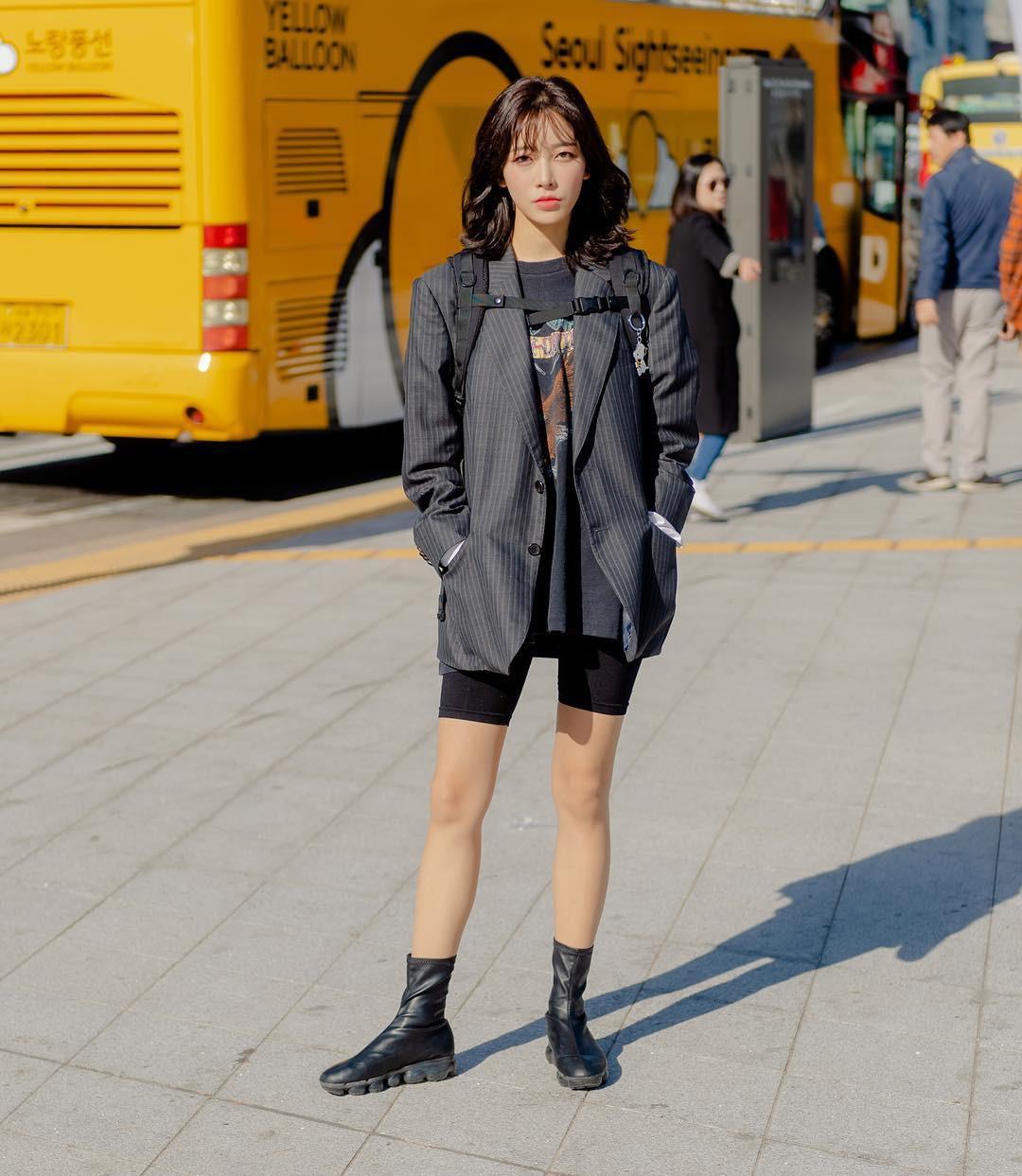 Street style giới trẻ Hàn tuần qua chứng minh: mix đồ đơn giản, thoải mái luôn là đẹp và cool nhất - Ảnh 9.