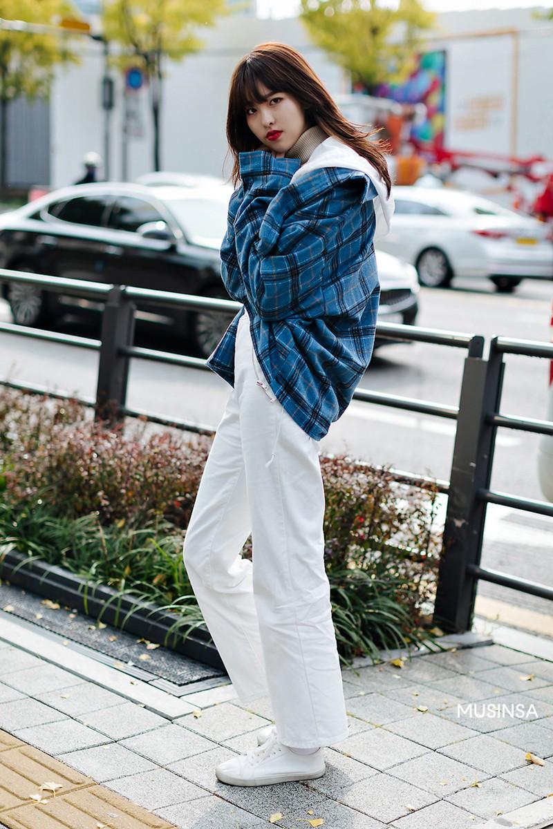 Street style giới trẻ Hàn tuần qua chứng minh: mix đồ đơn giản, thoải mái luôn là đẹp và cool nhất - Ảnh 10.