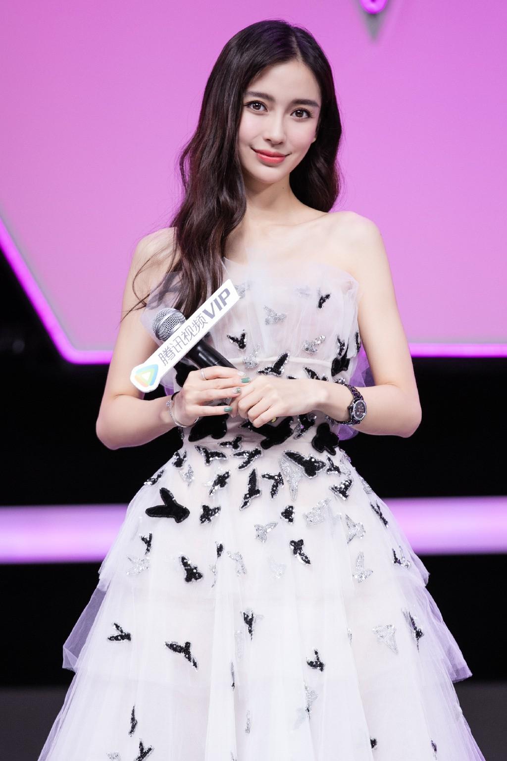 """Cùng diện váy công chúa: Angela Baby, Triệu Lệ Dĩnh, Nhiệt Ba đều """"thua"""" Meghan Markle - Ảnh 1."""