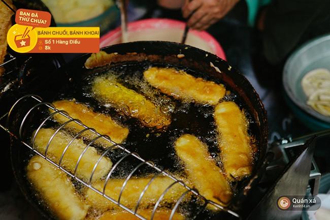 Chẳng biết từ bao giờ, con phố Hàng Điếu đã trở thành một khu ẩm thực nhộn nhịp từ sáng sớm tới tối mịt - Ảnh 7.