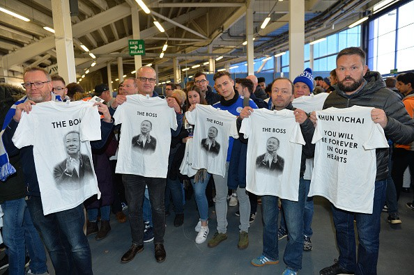 Chiếc áo đặc biệt tưởng nhớ ông Vichai và những hình ảnh đầy xúc động trong trận đầu tiên của Leicester sau thảm kịch - Ảnh 4.