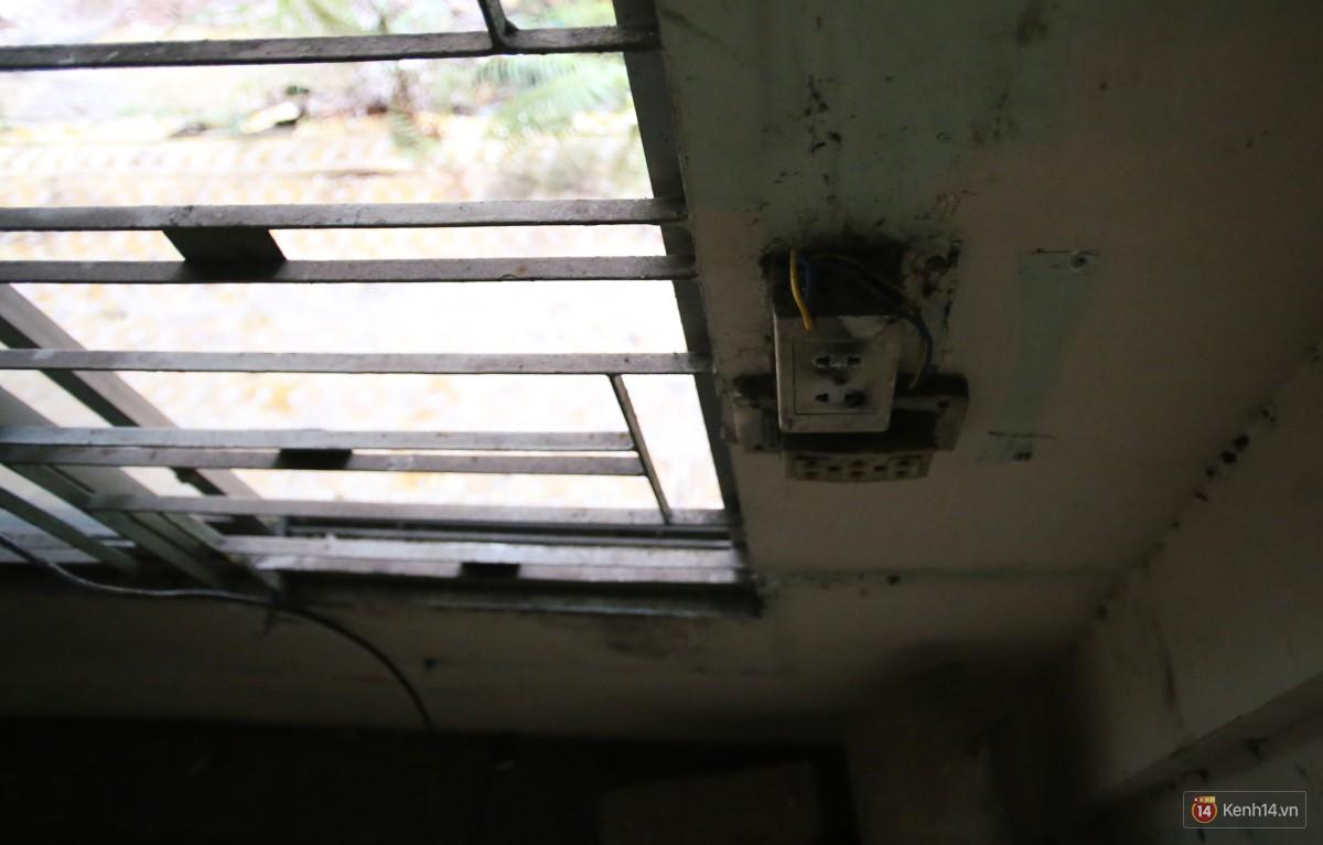 Cảnh hoang tàn bên trong ngôi trường tiểu học bị bỏ hoang hơn 3 năm ở Sài Gòn - Ảnh 15.