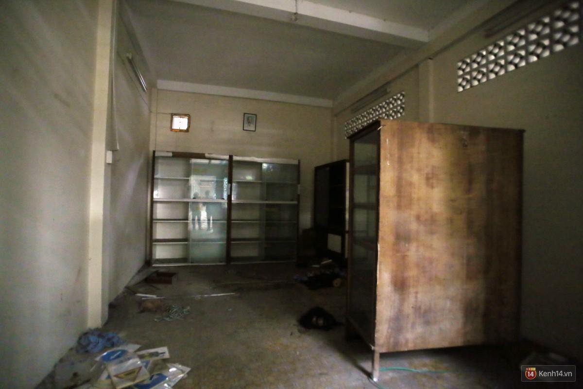 Cảnh hoang tàn bên trong ngôi trường tiểu học bị bỏ hoang hơn 3 năm ở Sài Gòn - Ảnh 16.