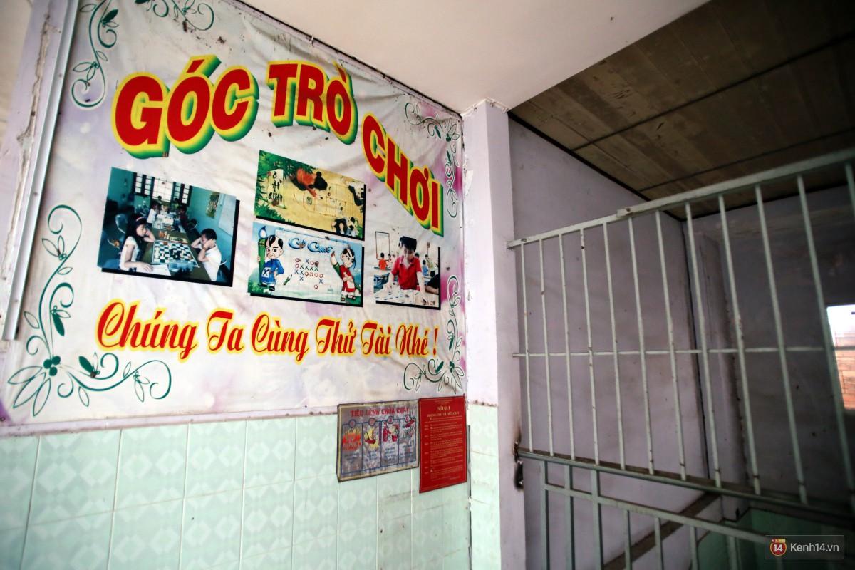 Cảnh hoang tàn bên trong ngôi trường tiểu học bị bỏ hoang hơn 3 năm ở Sài Gòn - Ảnh 12.