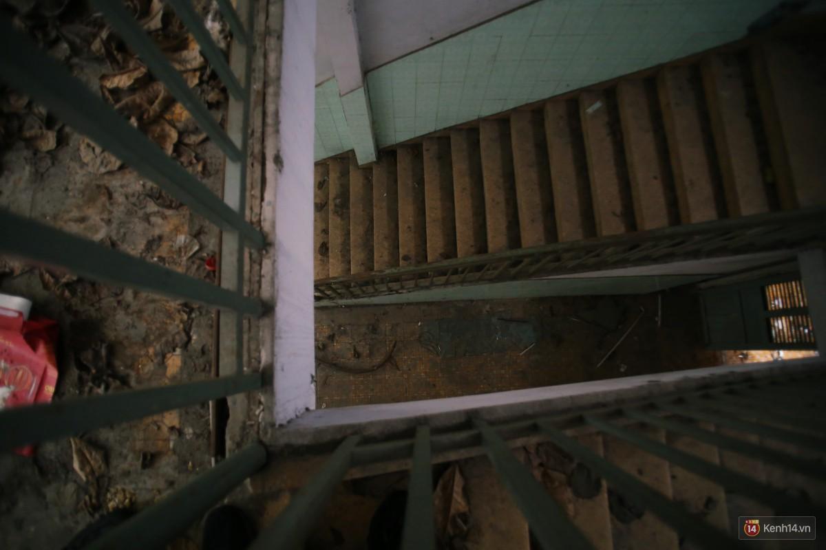 Cảnh hoang tàn bên trong ngôi trường tiểu học bị bỏ hoang hơn 3 năm ở Sài Gòn - Ảnh 9.