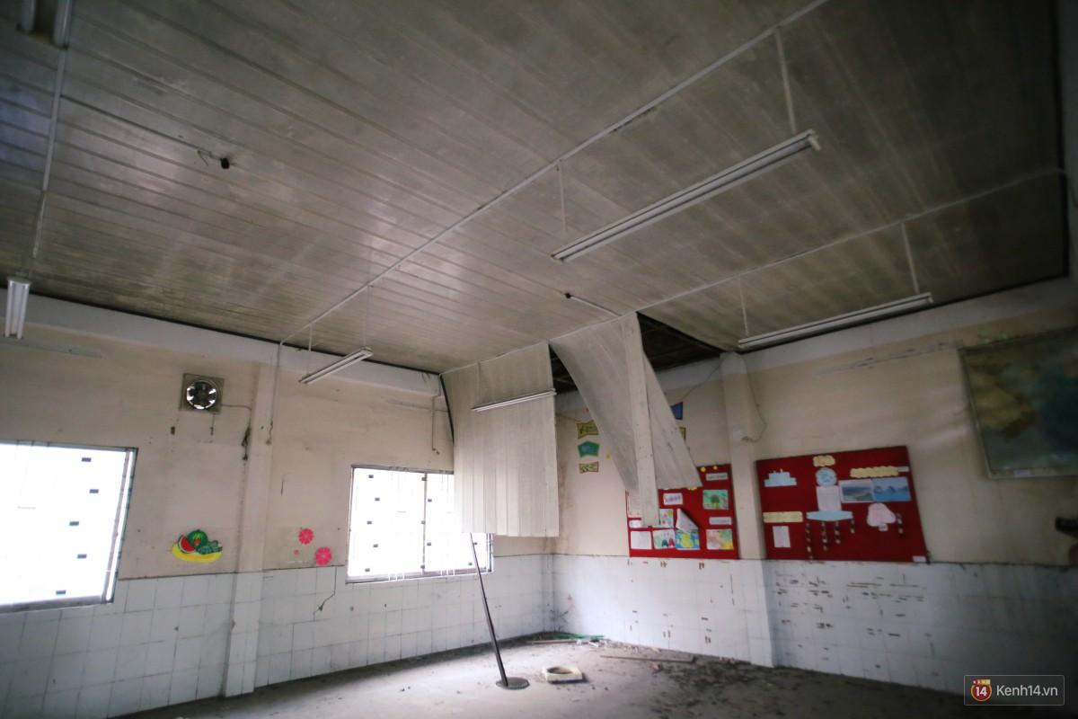 Cảnh hoang tàn bên trong ngôi trường tiểu học bị bỏ hoang hơn 3 năm ở Sài Gòn - Ảnh 19.