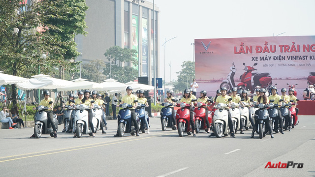 Loạt xe máy điện thông minh VinFast chạy thử tại Hà Nội ngay sau khi ra mắt - Ảnh 1.
