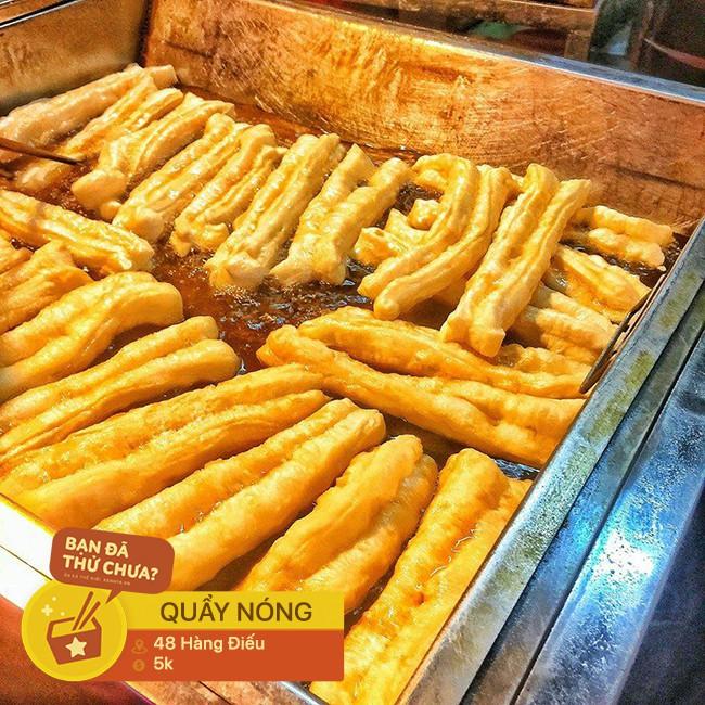 Chẳng biết từ bao giờ, con phố Hàng Điếu đã trở thành một khu ẩm thực nhộn nhịp từ sáng sớm tới tối mịt - Ảnh 6.