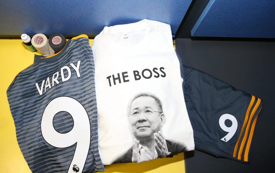 Chiếc áo đặc biệt tưởng nhớ ông Vichai và những hình ảnh đầy xúc động trong trận đầu tiên của Leicester sau thảm kịch - Ảnh 7.